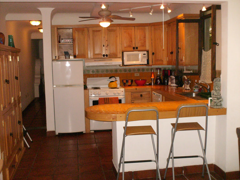 Both Apartamento Sur and Norte have kitchens with a dining counter, dishwasher, stove, fridge/freezer, microwave, extractor hood and plenty of closets.